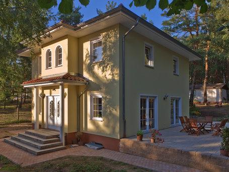 Stadtvillen moderne stadtvilla mit roth massivhaus bauen for Massivhaus brandenburg